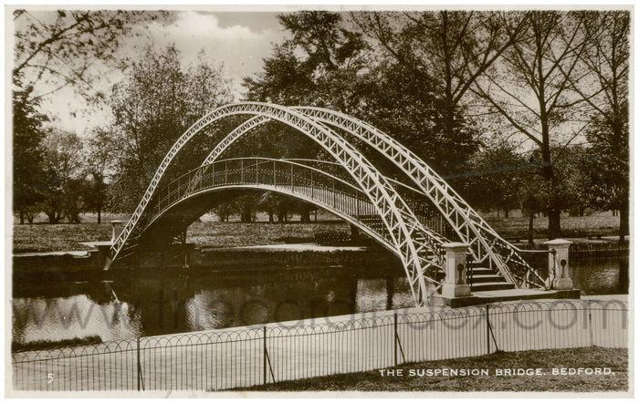 Postcard front: The Suspension Bridge. Bedford.