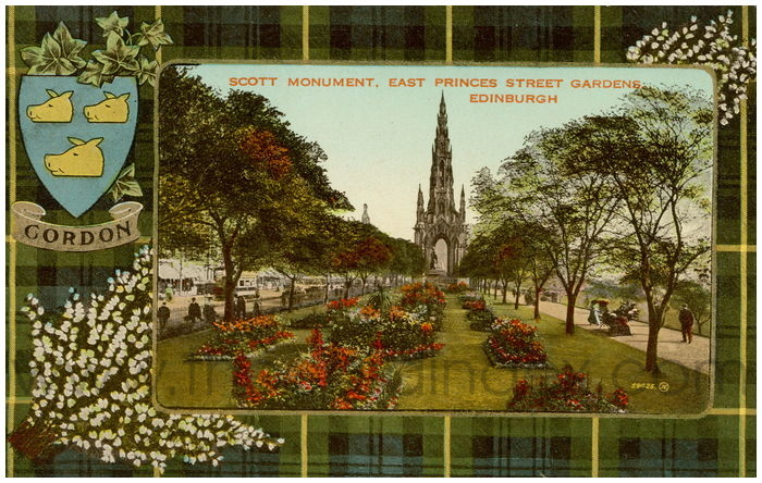 Postcard front: Scott Monument. East Princes Street Gardens, Edinburgh