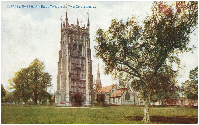 Postcard front: Evesham: Bell Tower & Two Churches
