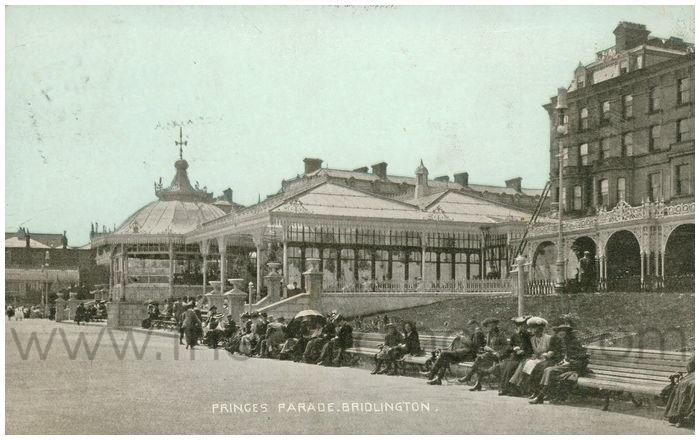 Postcard front: Princes Parade, Bridlington.