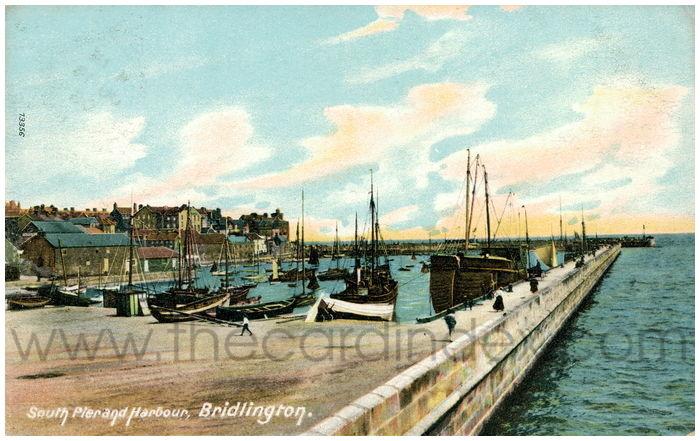 Postcard front: South Pier and Harbour, Bridlington.