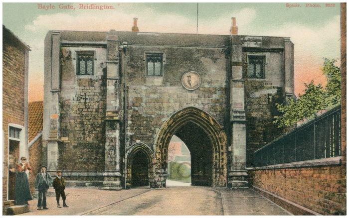 Postcard front: Bayle Gate, Bridlington.