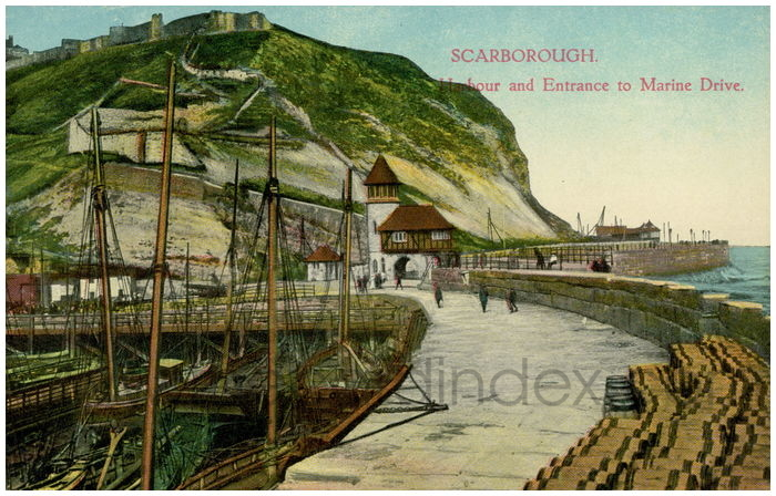 Postcard front: Scarborough. Harbour and Entrance to Marine Drive.
