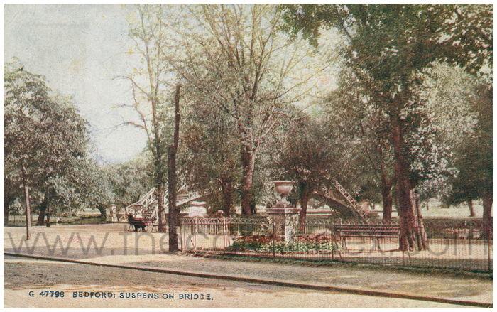Postcard front: Bedford: Suspension Bridge.