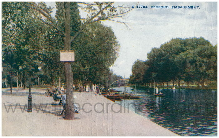 Postcard front: Bedford: Embankment.