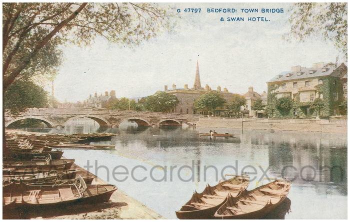 Postcard front: Bedford: Town Bridge & Swan Hotel.