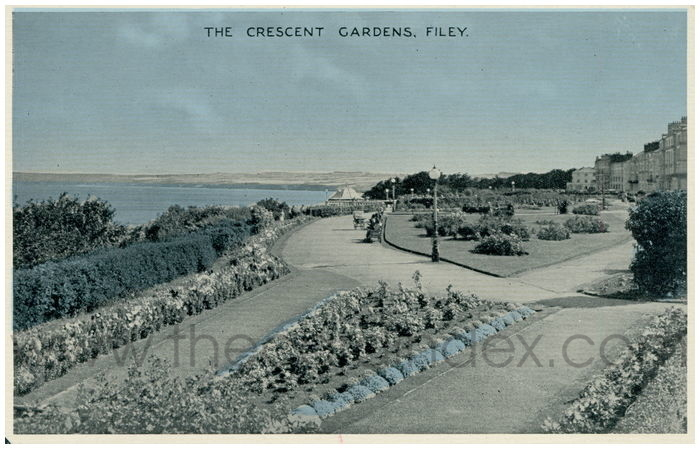 Postcard front: The Crescent Gardens, Filey.