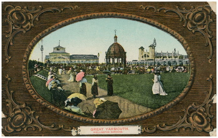 Postcard front: Great Yarmouth. Wellington Gardens.