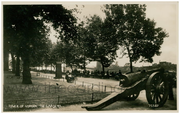Postcard front: Tower of London, The Gardens.