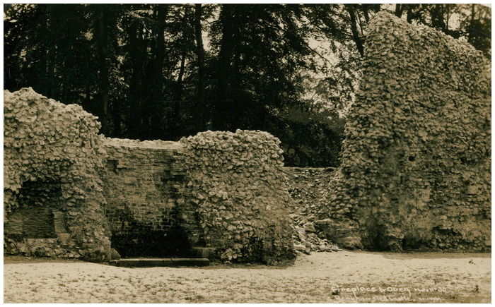 Postcard front: Fireplace & Oven Berkhamsted Castle