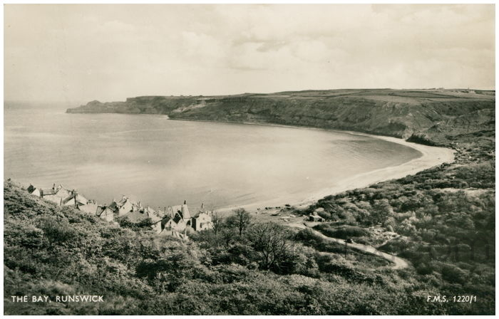 Postcard front: The Bay, Runswick
