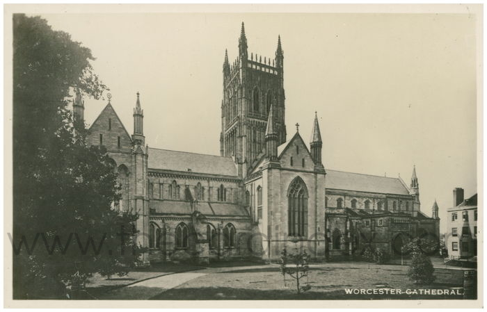 Postcard front: Worcester Cathedral.