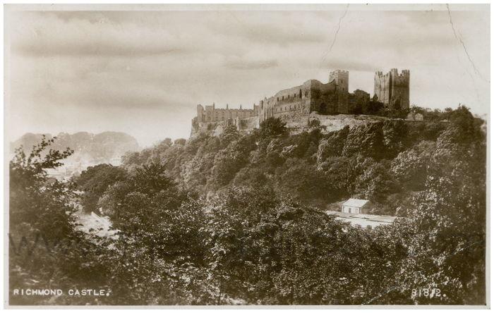 Postcard front: Richmond Castle.