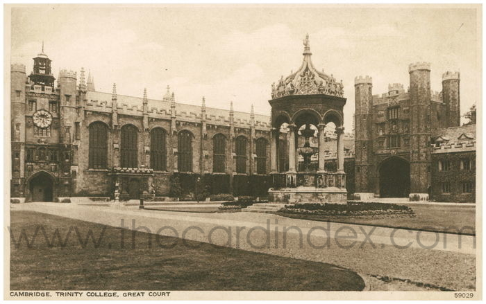 Postcard front: Cambridge, Trinity College, Great Court