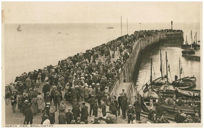 Postcard front: North Pier, Bridlington