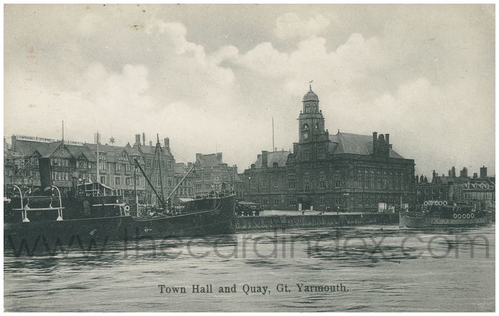 Postcard front: Town Hall and Quay, Gt. Yarmouth.