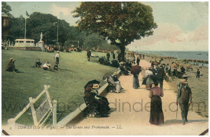 Postcard front: Cowes (Isle of Wight). - The Green and Promenade.