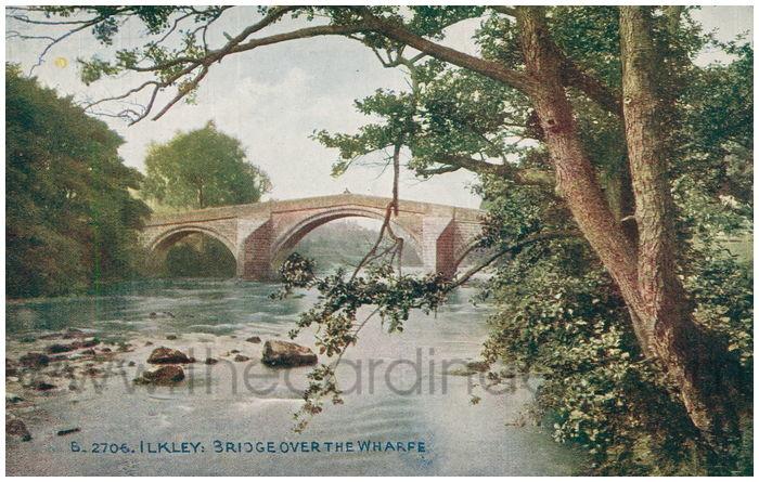 Postcard front: Ilkley: Bridge over the Wharfe