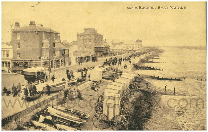 Postcard front: Bognor: East Parade.