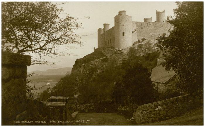 Postcard front: Harlech Castle Twr Bradwen