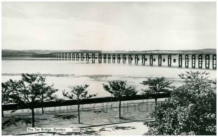Postcard front: The Tay Bridge, Dundee