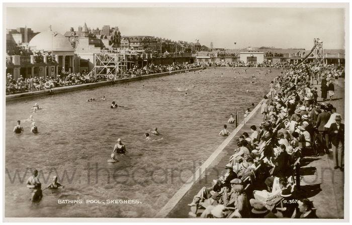 Postcard front: Bathing Pool, Skegness.
