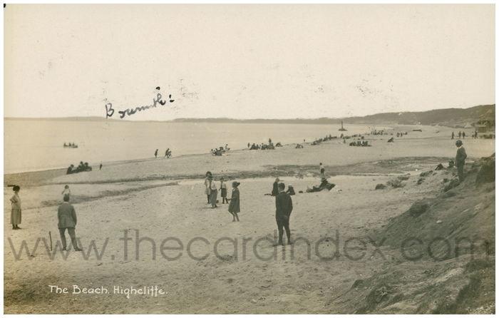 Postcard front: The Beach. Highcliffe.