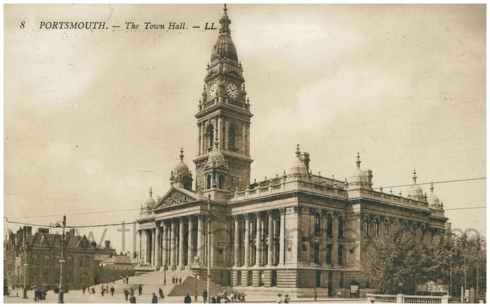 Postcard front: Portsmouth. - The Town Hall.