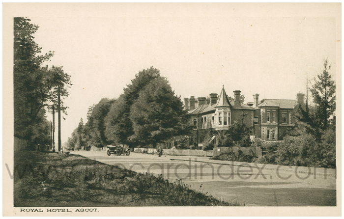 Postcard front: Royal Hotel. Ascot.