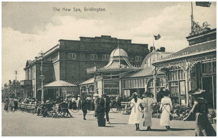 Postcard front: The New Spa, Bridlington.