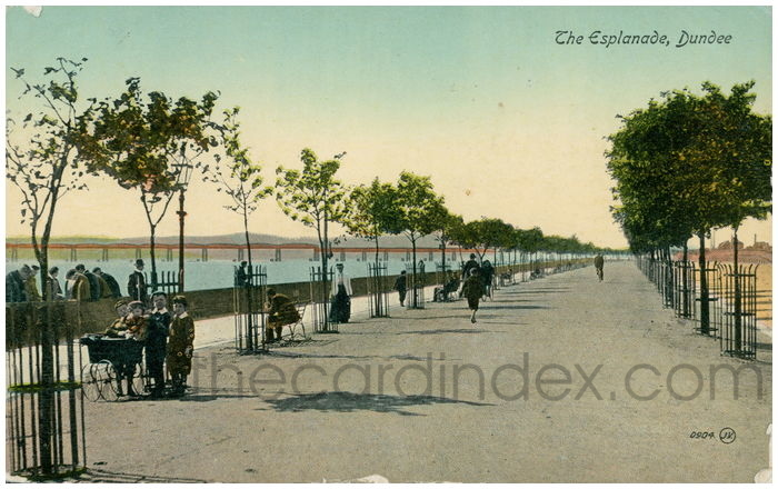 Postcard front: The Esplanade, Dundee