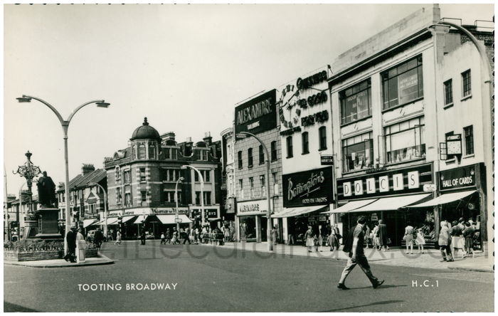 Postcard front: Tooting Broadway