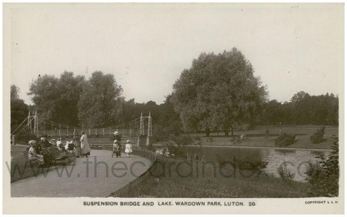 Postcard front: Suspension Bridge and Lake, Wardown Park, Luton.