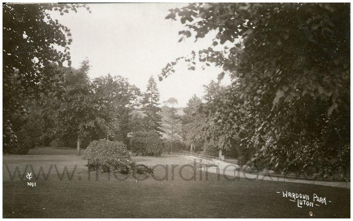 Postcard front: Wardown Park, Luton.