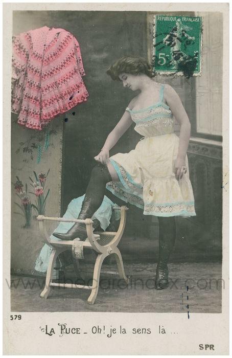 Postcard front: La Puce. Oh! Je le sens la...