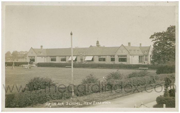Postcard front: Open Air School, New Earswick