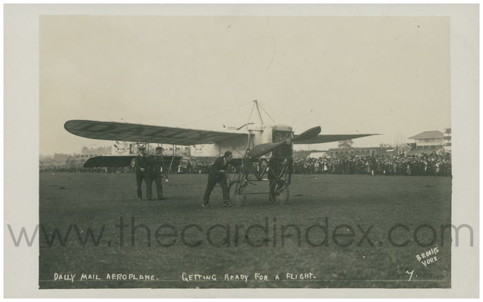 Postcard front: Daily Mail Aeroplane. Getting Ready for a Flight