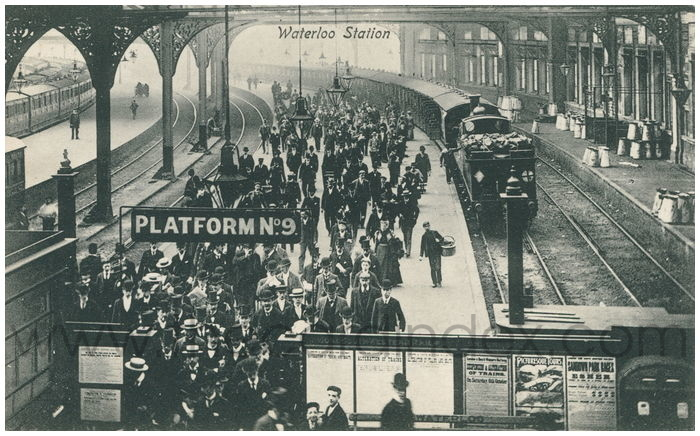 Postcard front: Waterloo Station