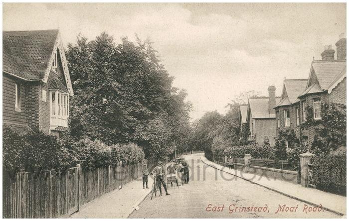 Postcard front: East Grinstead, Moat Road