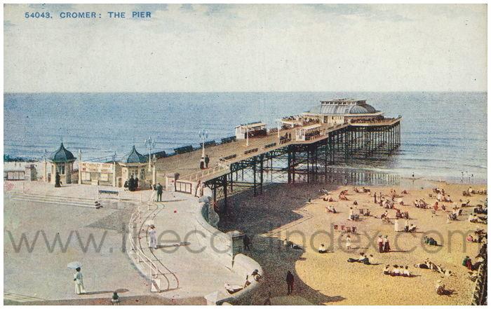 Postcard front: Cromer: The Pier