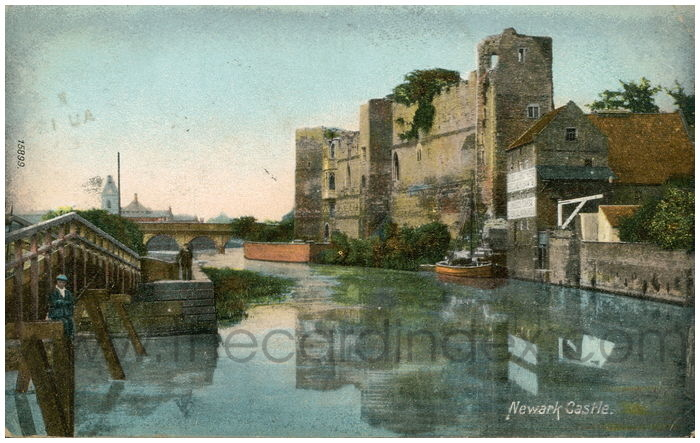 Postcard front: Newark Castle