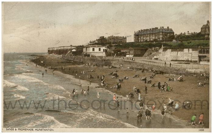 Postcard front: Sands and Promenade, Hunstanton.