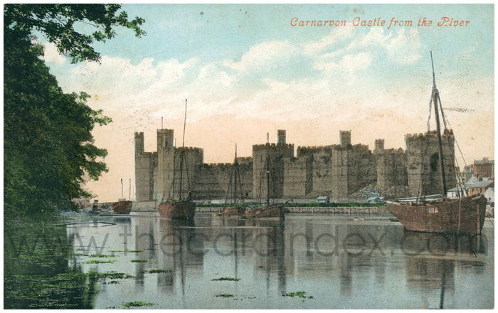 Postcard front: Carnarvon Castle from the River
