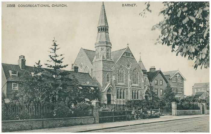 Postcard front: Congregational Church. Barnet.