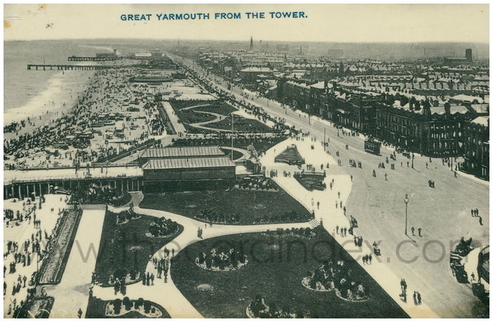 Postcard front: Great Yarmouth from The Tower.