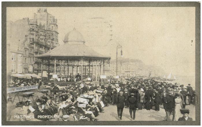 Postcard front: Hastings Promenade.