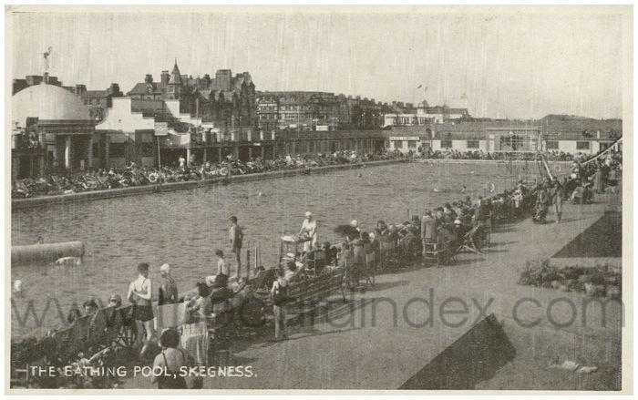 Postcard front: The Bathing Pool, Skegness.