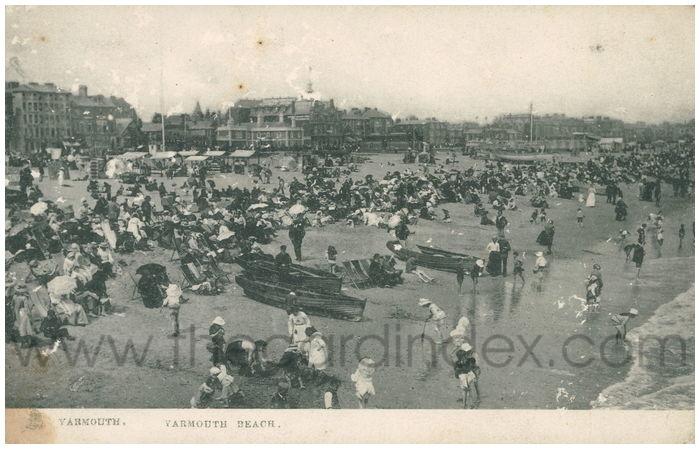 Postcard front: Yarmouth. Yarmouth Beach