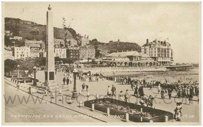 Postcard front: Promenade and Grand Hotel, Llandudno