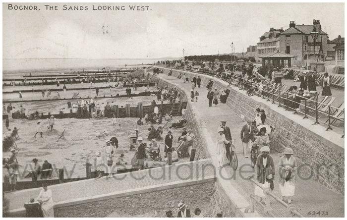Postcard front: Bognor. The Sands Looking West.